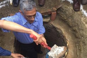 Senior IAS officer leads by example, cleans toilet pit in Telangana...