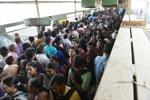 In Mumbai: Harbour line derailment leads to rush at Kurla station,...