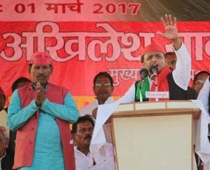 BJP, RSS leaders enjoying kachauri-pakora with black money: Akhilesh