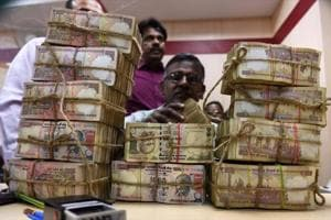 Rs 2.25 cr in old banknotes seized, 6 held in Thane