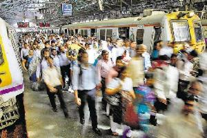 Rail fracture between Goregaon and Malad delays peak hour trains by 15 mins