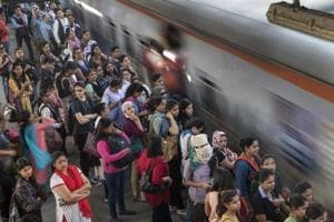 Rail fracture disrupts Central Railway services, delays trains by 25 minutes in Mumbai
