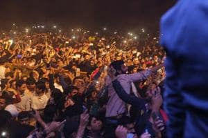 Broken barricades and uncontrollable crowds stop Diljit Dosanjh's concert in DU