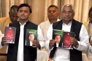Like father, like son, says Akhilesh while releasing books on MSY