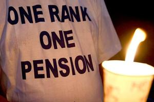 L-G rejects Rs 1-cr aid to OROP suicide victim's family, Delhi govt cries foul