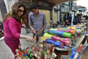 Gurgaon residents ready to bask in Holi colours