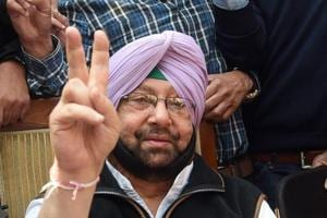 Chandigarh, India March 11, 2017: Captain Amarinder Singh making victory sign at his residence, sector 10 in Chandigarh, India, Saturday on March 11, 2017. , (photo by Sanjeev Sharma/Hindustan times) Polls, Elections, Results, Celebration, Win, Elections 2017