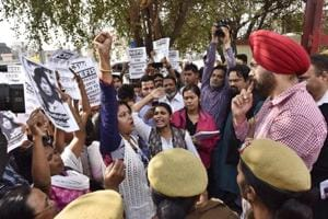 Gurgaon help suicide: Protesters outside police chief's office demand arrest of couple