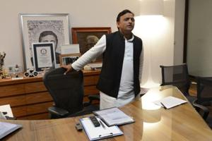 Outgoing Akhilesh govt wipes clean Twitter posts, clarifies tweets archived, not deleted
