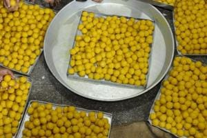 To celebrate assembly elections victory, BJP gets Tirupati laddoos...