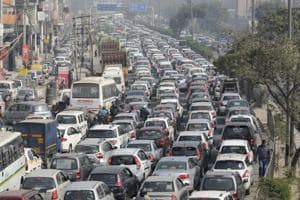 DM asks police, authority to take steps for easing traffic jams in Noida