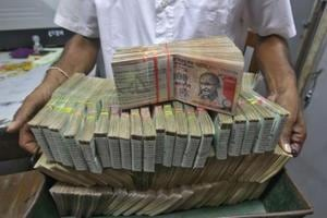 3 held in Hyderabad for trying to exchange demonetised notes in Rs 1.35 cr