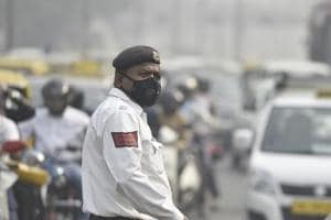 All Delhi Police cops on field duty will now get masks to brave city's pollution