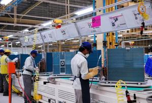 2 yrs since Make in India launch, only smartphones thrive in manufacturing sector