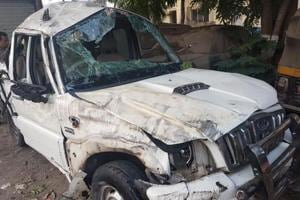Two killed, four injured after car overturns near Thane