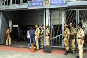 Woman found hanging inside Kashmere Gate metro station