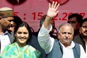 Mulayam's choti bahu Aparna Yadav calls on CM Adityanath, talks cow...