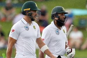 New Zealand DRS bungle aids South Africa in rain-hit Hamilton Test