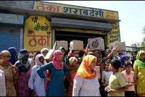 Sonepat village women strike at liquor vend, beat up drunk men