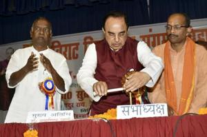 BJP MP Subramanyan Swamy (centre) and KN Govindacharya (left), at a seminar in Patna on Sunday.