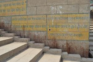 Ghats lead a 'paanful' existence in Varanasi