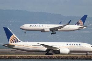 Two girls barred from United flight in Denver for wearing leggings