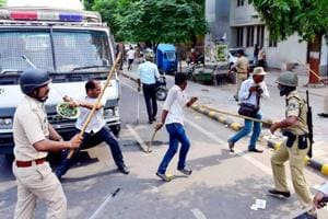 Police cane mob in Patna protesting power tariff hike