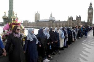 Muslim women form human chain after Westminster terror attack