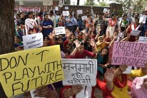 As parents protest fee hike, Gurgaon schools asked to discuss hike...