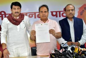 Ahead of MCD elections, BJP claims dozen AAP MLAs want to defect