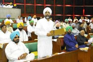 In Punjab House, govt and Oppn talk finances, couplet for couplet