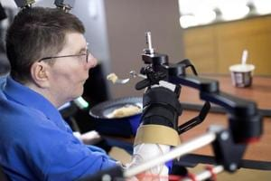 Brain implant lets paralysed man feed himself using his thoughts