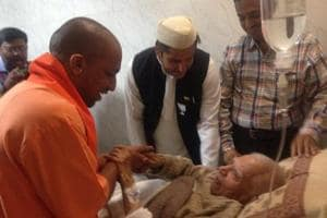 Yogi visits ailing ND Tiwari at RMLIMS