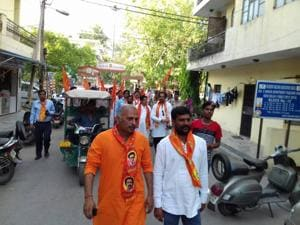 Shiv Sena candidate Sanjeev Sahay campaigning in Paschim Vihar.