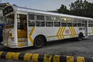 Red-and-white or white-and-yellow bus: Which one will be Mumbai's BEST choice?