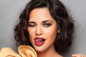 Esha Gupta had an awkward fan moment in Dubai after a fashion show