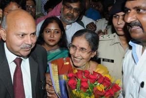 PM Modi's wife Jashodaben on her first Bihar trip, calls for...