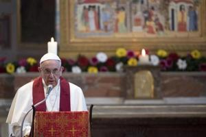 Pope Francis likens migrant holding centres to 'concentration camps'