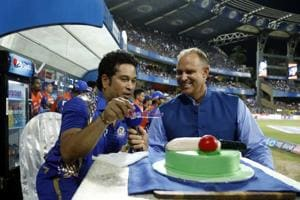 Sachin Tendulkar's birthday celebrated at Wankhede ahead of MI vs RPS...