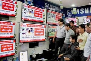 Laptops and smartphones keep viewers away from TV: survey
