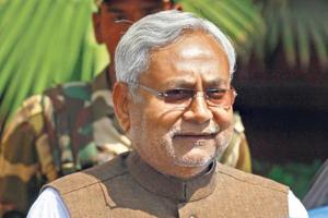 Flyer shouts 'No VIP culture', rides with Nitish Kumar in buggy at...