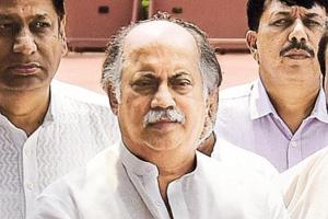 Congress leader Gurudas Kamat quits all party posts