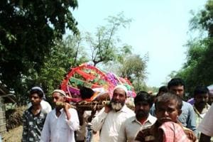 Muslims neighbours cremate Hindu youth with full rites in Malda, chant...