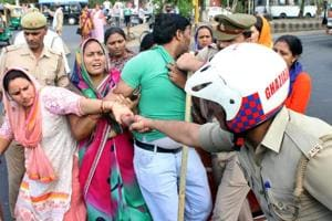 Fee hike: Protesters block Ghaziabad road for five hours, clash with...