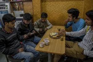 Social media ban: Some Kashmiris baffled, others suggest ways to defy...