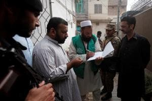 Pakistan army contacts Indian army over safety of census workers near...
