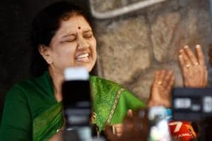 Sasikala banners removed from AIADMK office, Panneerselvam camp calls...
