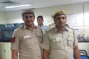 Despite blood donation by policemen, burglar injured in Delhi...