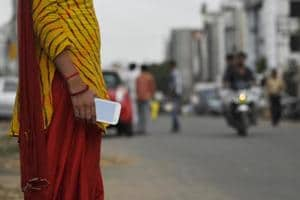 Plainclothes police to tackle snatching in Noida