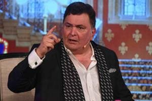 Rishi Kapoor on Vinod Khanna's funeral: Stars wait for fashion parade...